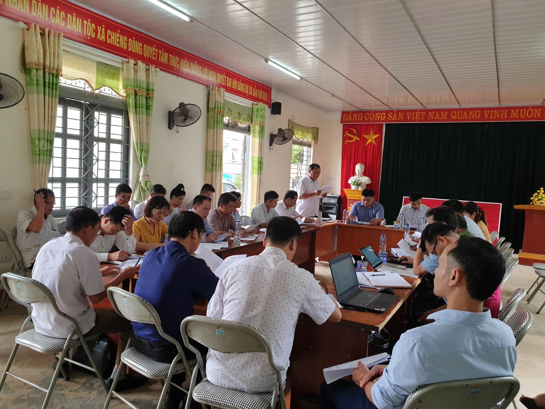 Đồng chí Vũ Văn Đức - Chủ tich UBND huyện làm việc với lãnh đạo Đảng ủy, HĐND, UBND xã Chiềng Đông